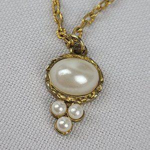 Vintage Gold Tone Faux Pearl Necklace